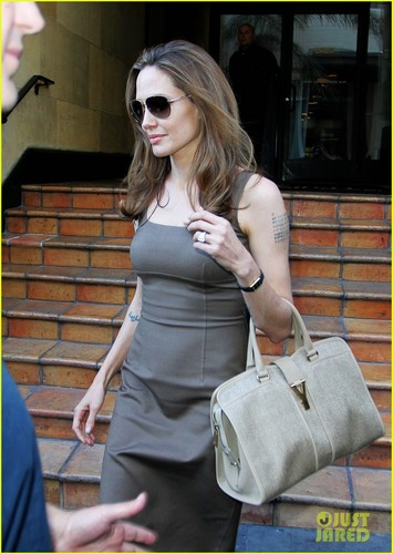 Angelina Jolie: Engagement Ring at Roosevelt Hotel! - angelina-jolie Photo