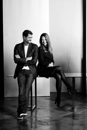 Anna Torv and Joshua Jackson Обои containing a business suit titled Anna and Joshua <3