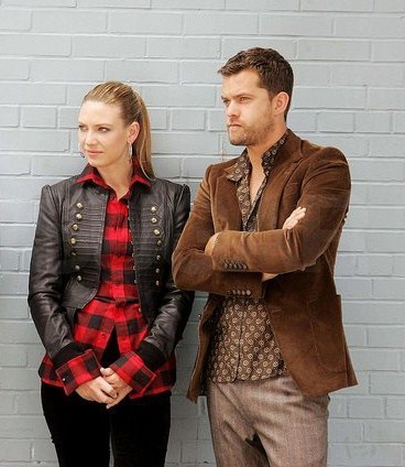 Anna Torv and Joshua Jackson দেওয়ালপত্র containing a business suit, a well dressed person, and a suit titled Anna and Joshua <3