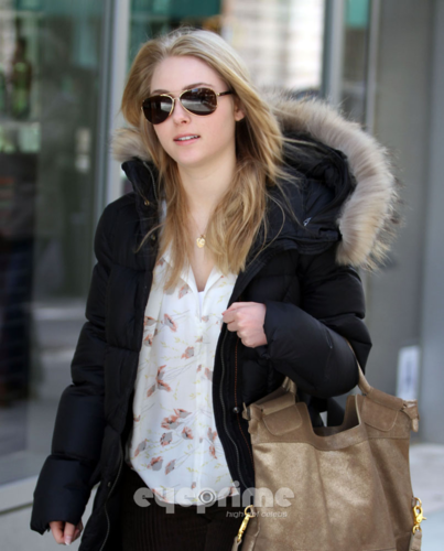 AnnaSophia Robb wallpaper with sunglasses entitled AnnaSophia - Out & About in NYC - April 2nd, 2012