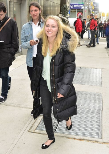 AnnaSophia Robb wallpaper with a business suit and a street titled AnnaSophia - Out and about New York City - April 3rd, 2012