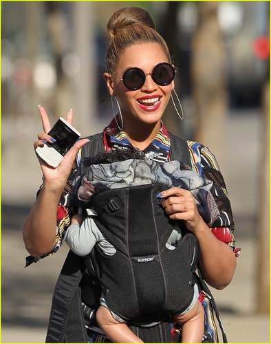 Beyonce & Blue Ivy Carter: Central Park Pair - beyonce Photo