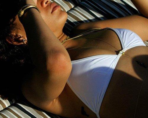 Bikini-Clad Rihanna's Hawaiian Hotness