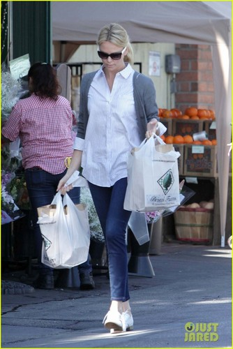 Charlize Theron: Grocery Shopping at Bristol Farms!