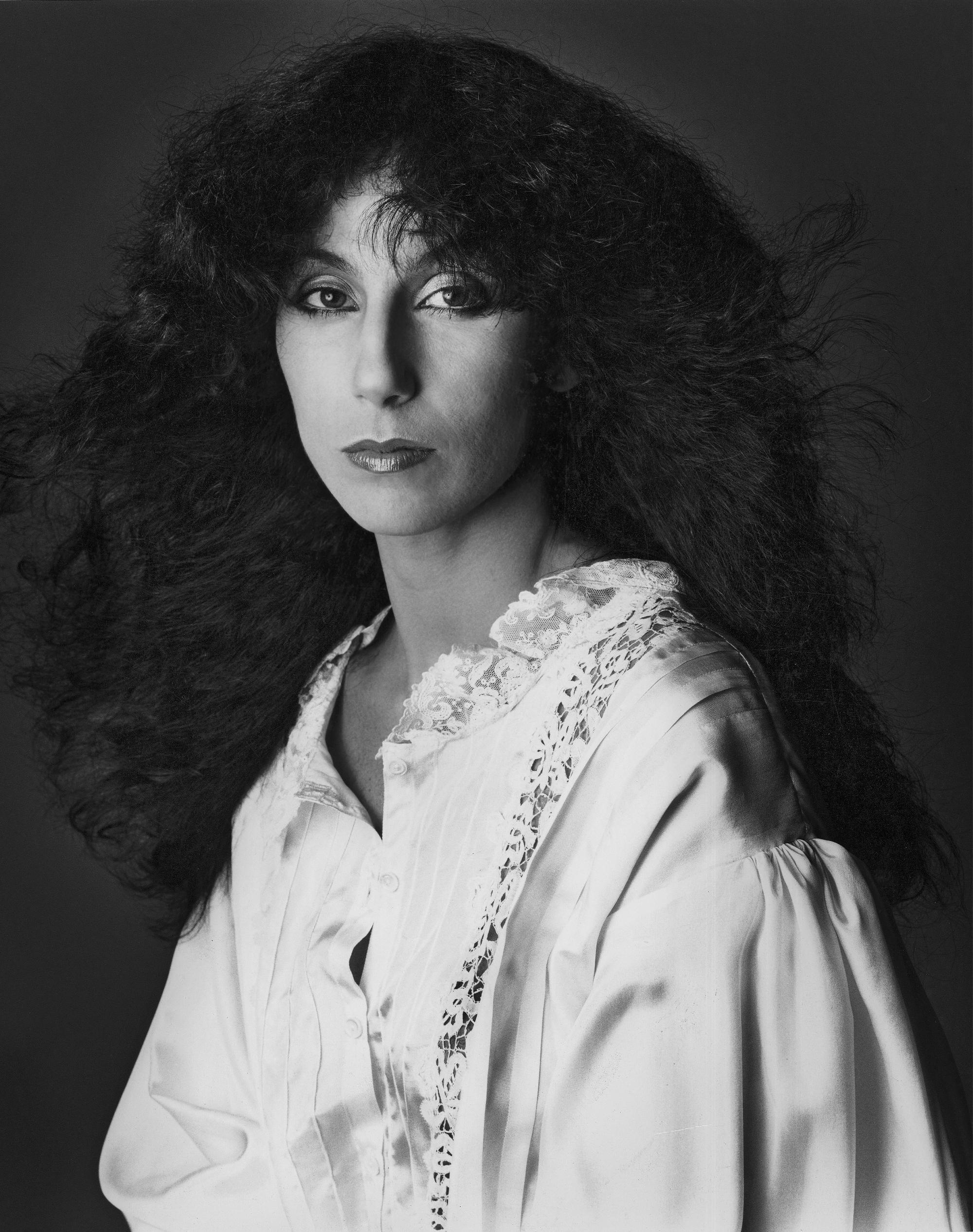 Cher nascida Cherilyn Sarkisian El Centro 20 de maio de 1946 é uma cantora e atriz norteamericana Com mais de cinco décadas de carreira ela foi creditada