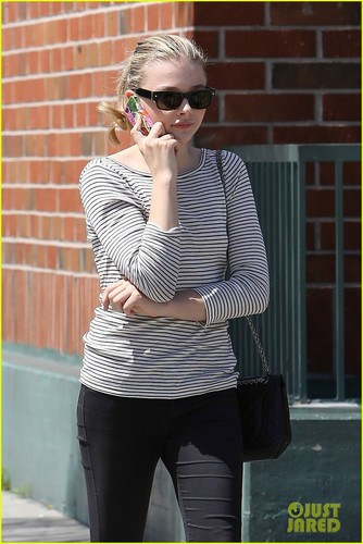 Chloe Moretz: Errands with Mom