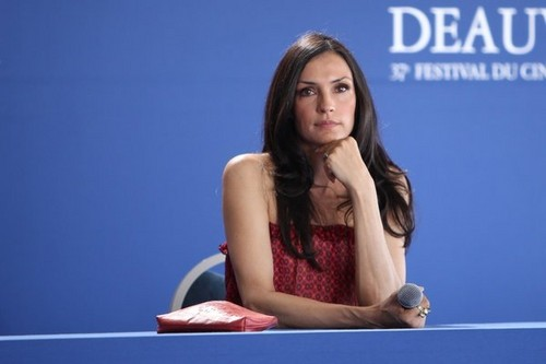 Famke Janssen 바탕화면 called DEAUVILLE AMERICAN FILM FESTIVAL - BRINGING UP BOBBY - PHOTOCALL