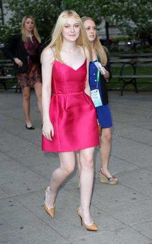 Dakota Fanning: Vanity Fair's Tribeca Film Festival Party!