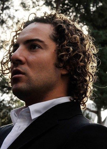 DAVID BISBAL PASSION GITANA wallpaper with a business suit entitled David Bisbal