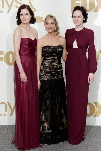 Downton Abbey 壁纸 containing a 晚餐 dress called Downton Abbey Cast <3