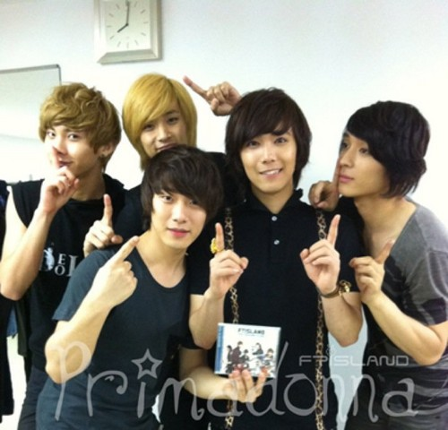 FT ISLAND (에프티 아일랜드) Hintergrund probably with a portrait called FTI