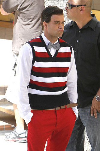 Glee filming at mall, Puck dresses as Blaine, Finn as Kurt :) - glee Photo