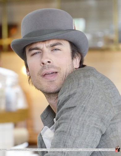 HQ Pics - Ian Somerhalder hanging out with friends at Venice pantai - April, 22