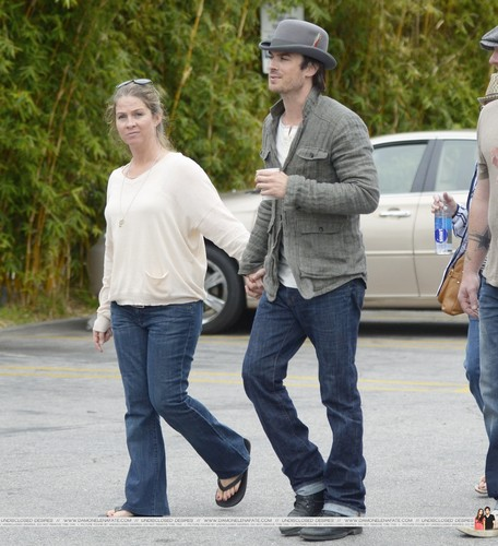 HQ Pics - Ian Somerhalder hanging out with Friends at Venice plage - April, 22