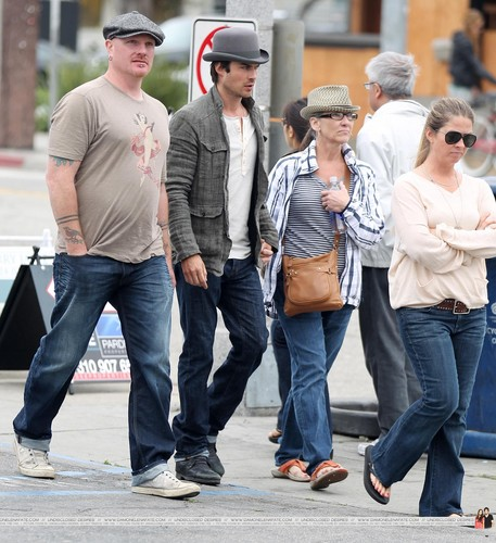 HQ Pics - Ian Somerhalder hanging out with friends at Venice Beach - April, 22 - ian-somerhalder Photo