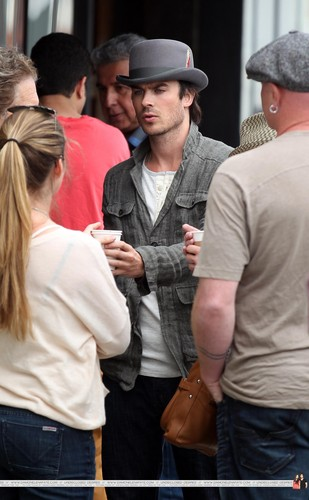 HQ Pics - Ian Somerhalder hanging out with Friends at Venice strand - April, 22
