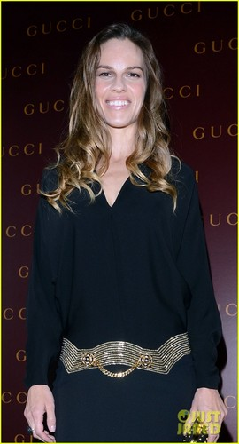 Hilary Swank: Frida Giannini First Fashion onyesha