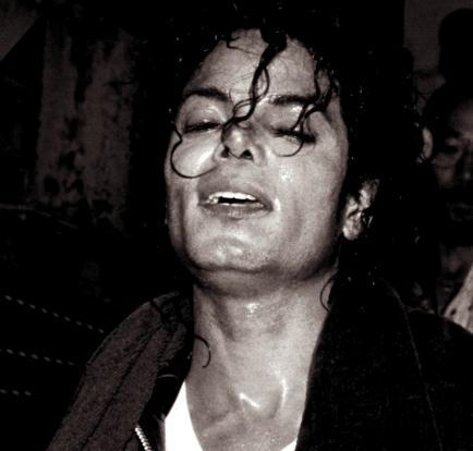 IS IT HOT IN HERE, o IS IT MICHAEL??? Sweaty, sexy Michael…