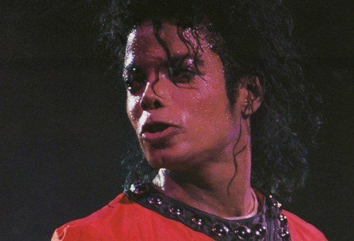 IS IT HOT IN HERE, atau IS IT MICHAEL??? Sweaty, sexy Michael…