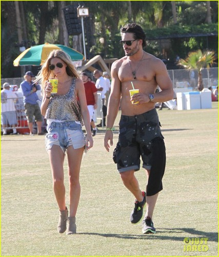 Joe Manganiello 壁紙 entitled Joe Manganiello: Shirtless at Coachella!