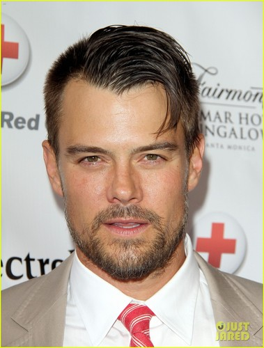 Josh Duhamel Red Tie Affair! - josh-duhamel Photo