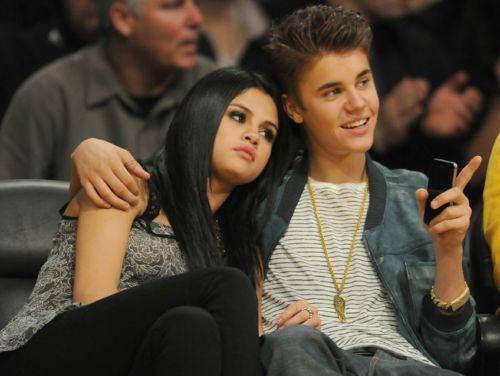 Justin Bieber & Selena Gomez ciuman at Lakers Game