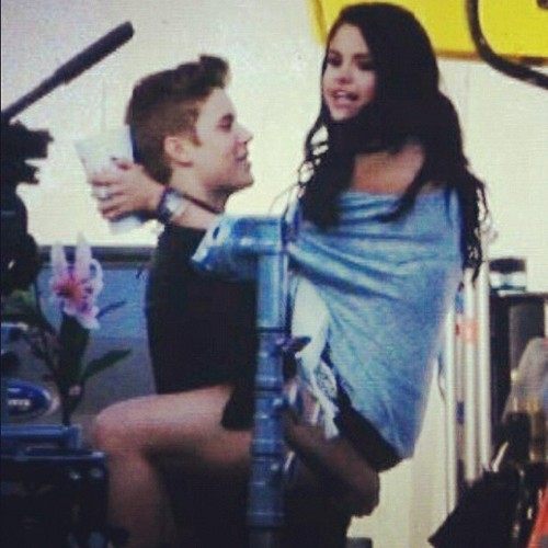 Justin Bieber and Selena a boyfriend sett  - justin-bieber-and-selena-gomez Photo