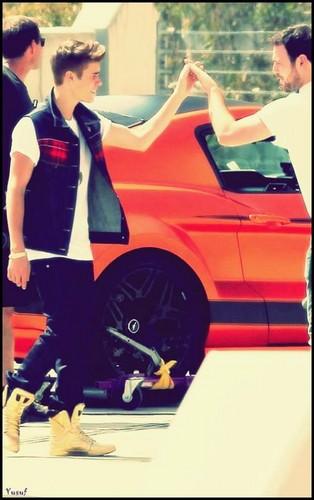 Justin Bieber's Sporty orange Car!