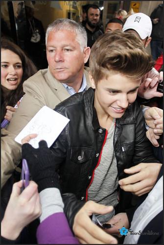 Justin at 吻乐队(Kiss) FM