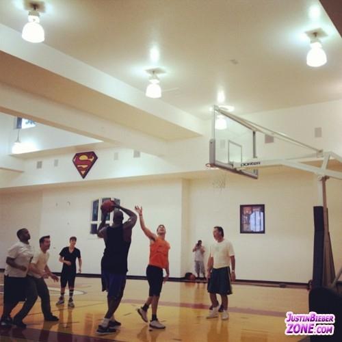 Justin at the PoP bóng rổ Game