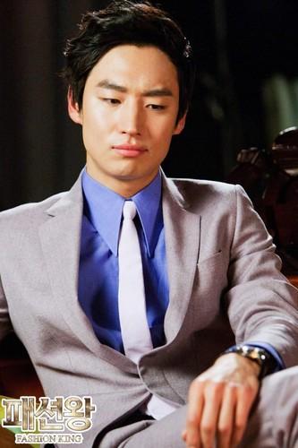 Lee Je Hoon as Jung Jae Hyuk