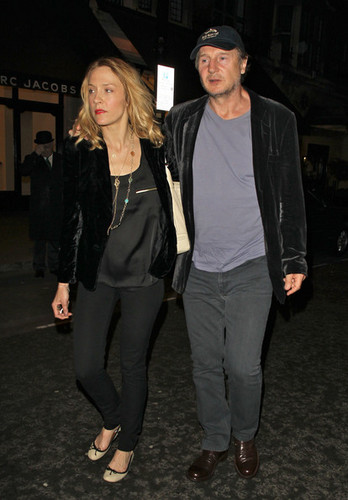 Liam Neeson and New Girlfriend Freya St. Johnston Out in 伦敦