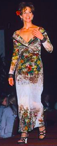 The Linda Blair Pretty Corner দেওয়ালপত্র probably with a dashiki and a ব্লাউজ called Linda Blair