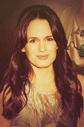 Elizabeth Reaser wallpaper titled Liz.