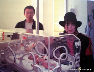 MJ WITH LITTLE BABY!!!