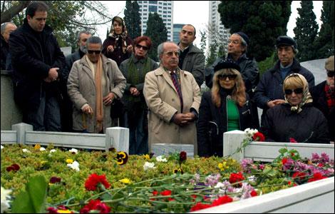 Muhittin Kerem Yılmazer (d. 2 february1945, Denizli - ö. 20 november 2003, İstanbul)
