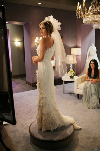 Naomi Clark achtergrond containing a bridesmaid called Naomi - Bride and Prejudice (4x21)