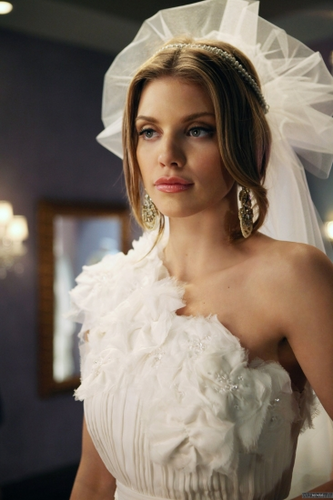 Naomi Clark achtergrond probably with a bridesmaid titled Naomi - Bride and Prejudice (4x21)