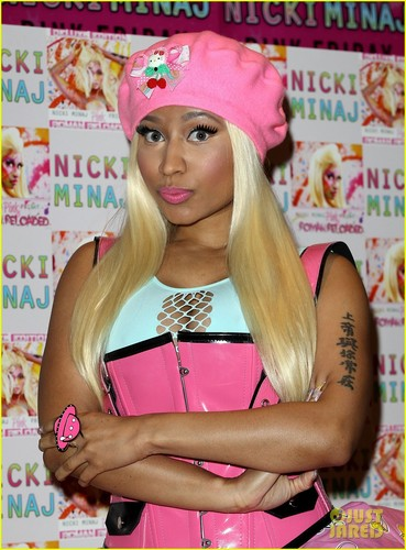 Nicki Minaj: 'Roman Reloaded' CD Signing in London!