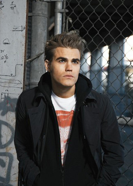 Paul Wesley kertas dinding containing a chainlink fence titled Paul Wesley <3