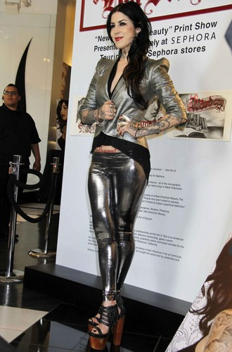 Kat Von D kertas dinding with a hip boot entitled Promotes 'New American Beauty' in Hollywood 2012