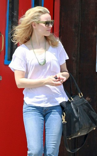 Rachel McAdams out in Los Angeles, California (April 19). - rachel-mcadams Photo