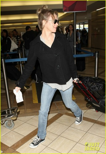 Renee Zellweger: Jet Setter!