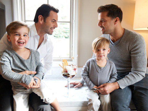 Ricky Martin, Carlos Gonzalez Abella, and their family. :3