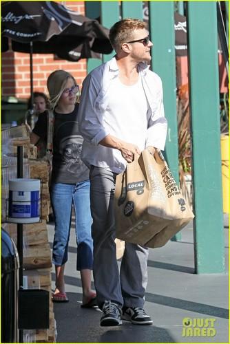 Ryan Phillippe & Ava: Whole Foods Stop