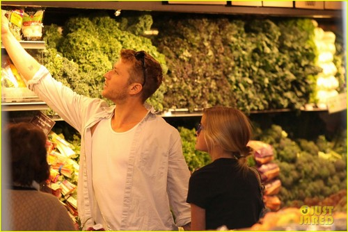 Ryan Phillippe & Ava: Whole Foods Stop