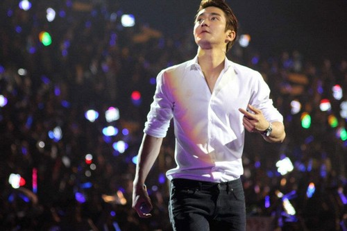Super Junior wolpeyper possibly with a konsiyerto called Siwon choi