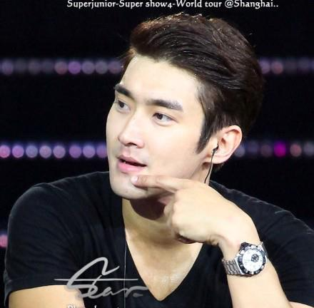 Super Junior wallpaper with a portrait titled Siwon