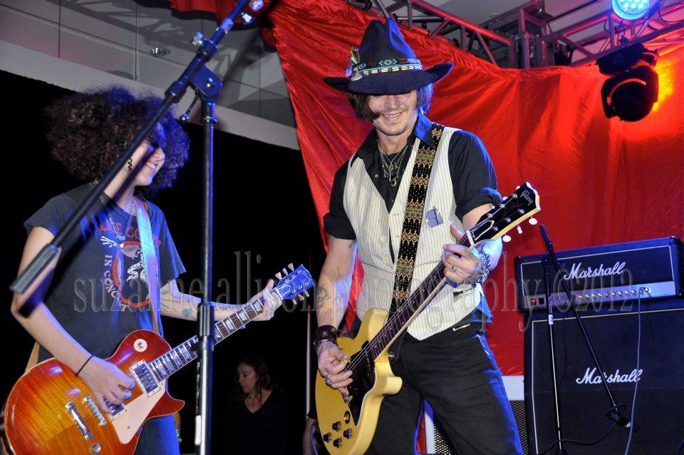 Steven Tyler, Johnny Depp, Joe Perry, Marilyn Manson…rock প্রতীকী জ্যাম like nobody's watching