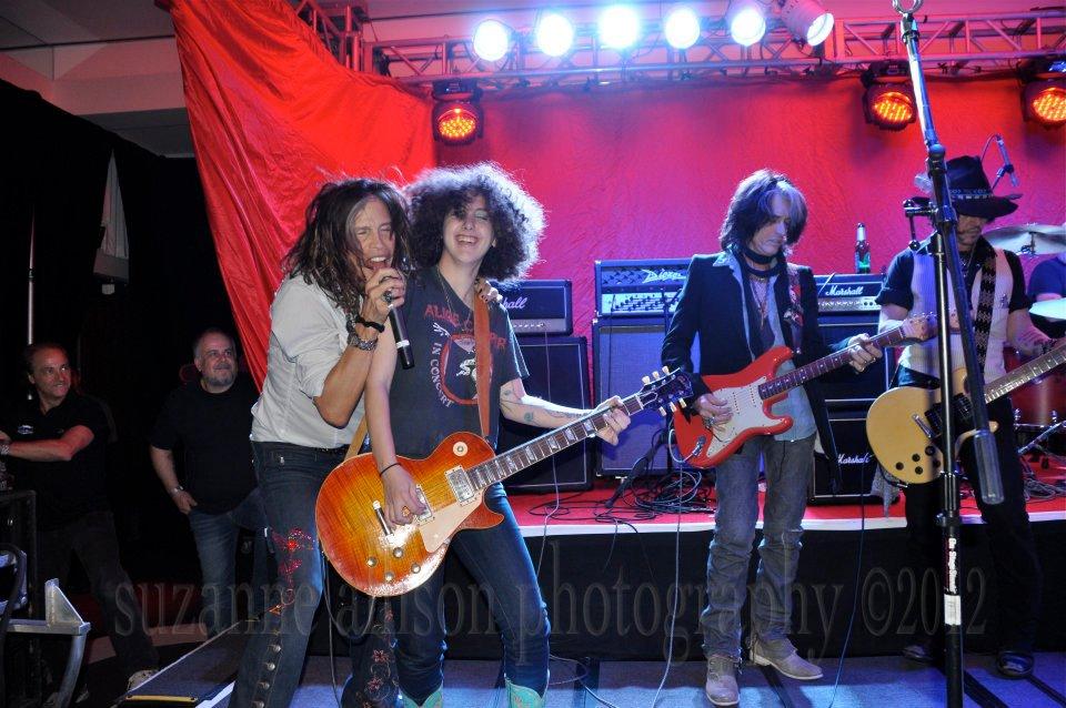 Steven Tyler, Johnny Depp, Joe Perry, Marilyn Manson…rock شبیہیں جام like nobody's watching